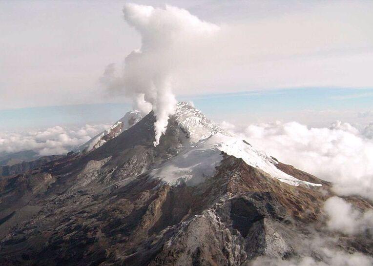 Vuelve riesgo de erupción en el Volcán Nevado del Huila