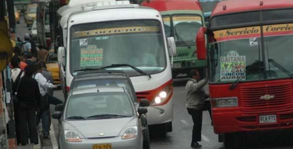 [foto: subiendo al bus]