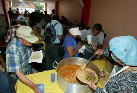Denuncian irregularidades en manejo de comedores for Comedores baratos bogota